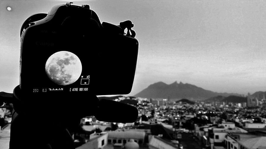 Sky Moonlight Moon Shots Moon_collection Moonrise Full Moon Full Moon Rising Camera - Photographic Equipment Camera Shooting Black And White Photography Black&white