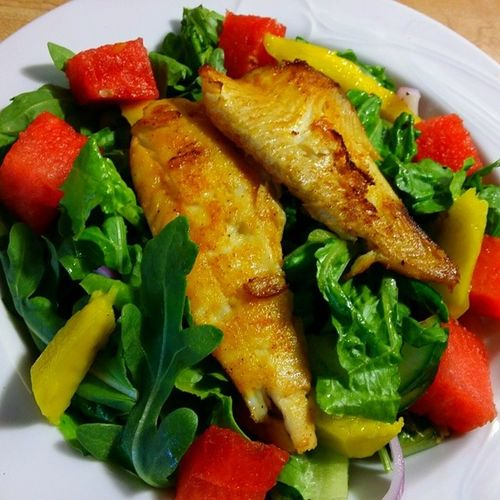 Lunch! Salad with watermelon, mango, flounder Ddcatering