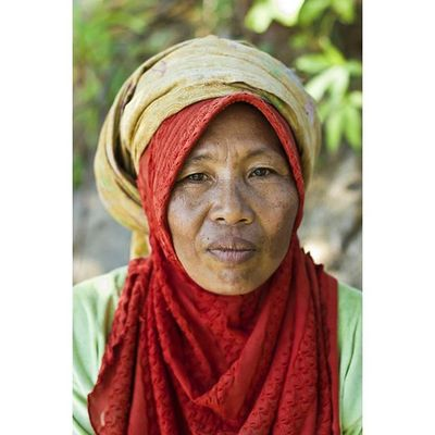 Portrait of a Sasak woman in Lombok, Indonesia Portrait Ontheroad Instagood Reportage documentary humaninterest photodocumentary photojournalism indonesia lombok sasak face everydaylife everydayasia photooftheday picoftheday