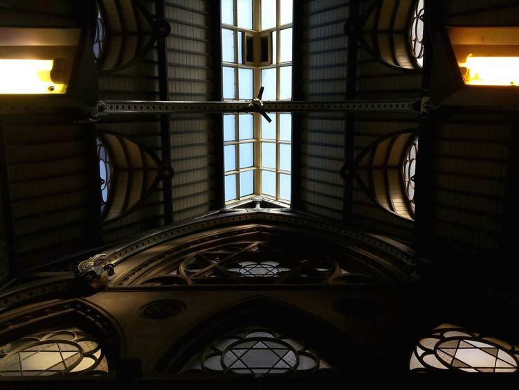 City Interior Views Interior Design Architecture Urban Geometry Wool Exchange Bradford Geomtric Shapes Urban Looking Up Windows Gothic Circular Listed Building Grade 1 Listed Building Old Architecture Gothic Beauty  Venetian Gothic Gothic Architecture Bookshop Composition Learn & Shoot: Balancing Elements Interiors Ceiling Learn & Shoot: Leading Lines