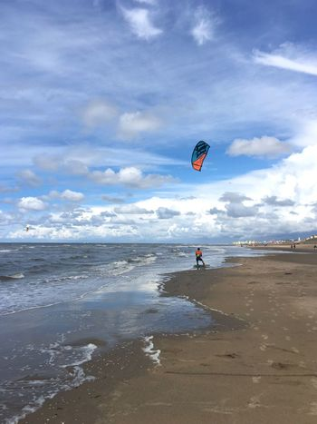 Beach Sea Real People Leisure Activity Adventure One Person Sky Nature Sport Kiteboarding Vacations Extreme Sports Shore Lifestyles Parachute Sand Cloud - Sky Beauty In Nature Scenics Day Beachphotography Breathing Space
