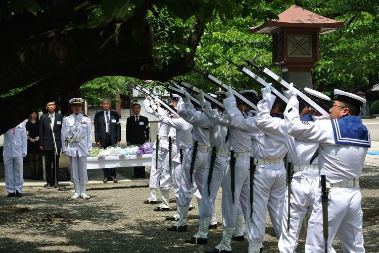 海軍関係戦没者慰霊祭 弔銃 大阪護国神社