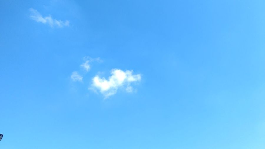 21/04/2017 ☁️🌅☀️🌤️ Blue Sky Cloud - Sky Cloudscape Weather Nature Backgrounds Sky Only Day Outdoors No People Wind Sunlight Scenics Low Angle View Beauty In Nature Space