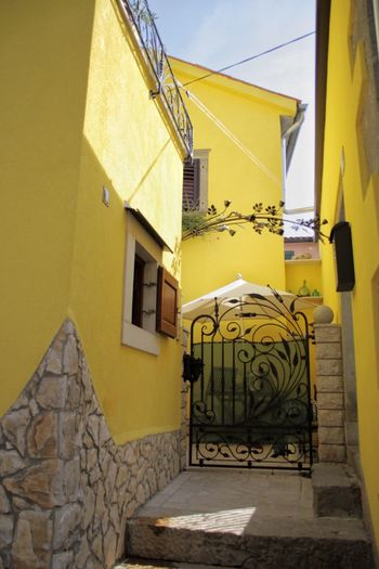 High viz house... Residential Building House Everyday Lives Labin Croatia Live Loud