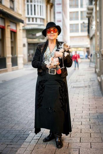 ??Me llamo Guadalupe Duran y nací en Barcelona hace 85 años. Al terminar la Guerra Civil española me fui a Madrid, me casé y después estuve viviendo entre Valladolid y Madrid. Ahora vivo aquí en Málaga donde están mis hijos. De Málaga me encanta el 'pescaito frito', el buen clima y la playa. 'Ya hemos terminado buenas tardes..' #hfmalaga ??My name is Guadalupe Duran and I was born in Barcelona 85 years ago. After the Spanish Civil War I went to Madrid, I got married and then I was living between Valladolid and Madrid. Now I live here in Malaga where my sons are living. things I love about Malaga is the 'fried fish', good weather and the beach. EyeEm Best Shots - The Streets Street Photography Streetcolour Streetphoto Streetportrait Streetphoto_color Street Portrait Streetphotography Street Portrait