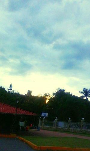 Beutiful Day GoodMorning⛅ Morning Sky City-sky My Sky Beautiful Nature Arboles Sun ☀ Pretty♡ Sky Blue