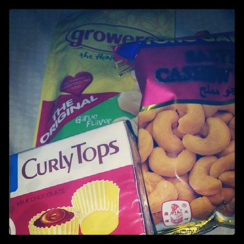 Snacks. Craving for nuts lately. Im probably going nuts. *knocksonwood* Food Delicious Dontstarveyourself Givemeabreak