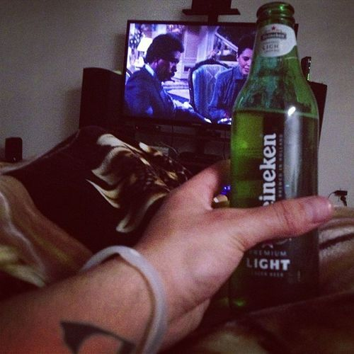 Richard Pryor and Heinekens with the roomie. Perfect nightcap to an exceptional Wednesday ? Heinekens Moneybrewster Goodlife Ilovemycouch