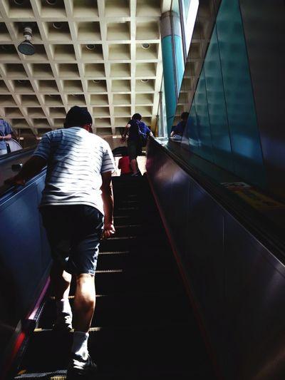 父親節快樂之爸爸的背影 Fathers Day Fathers Shadow Metro Cityscapes Streetphotography Urban Urban Landscape Cityscape
