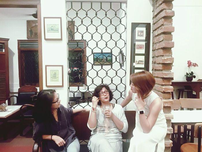 Coffee Friendship Talking Photos Gossip Girl Vintage Style Photography