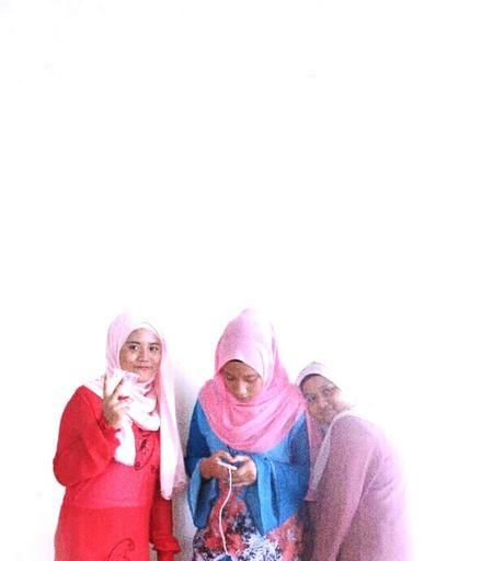 sorry im so busy #MyGirls #smiling Friendship Portrait Happiness Bonding