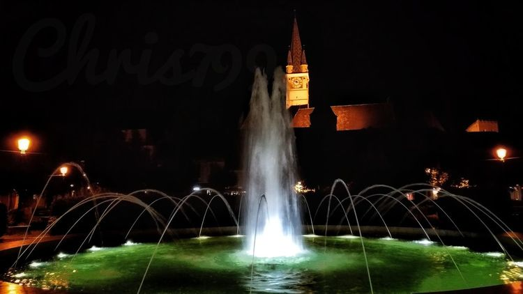 Medias Romania Tourist Attraction  Green Water Light And Shadow Night Lights Water Reflections Church Water Illuminated City Spraying Architecture Sky Fountain Flowing Water Flowing Sparks Light Trail Falling Water Stream Drinking Fountain Splashing Entertainment