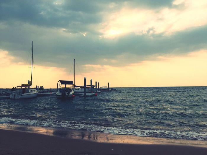 Sea Sea And Sky Seascape Enjoying Life Chilling Landscape Boats Thailand