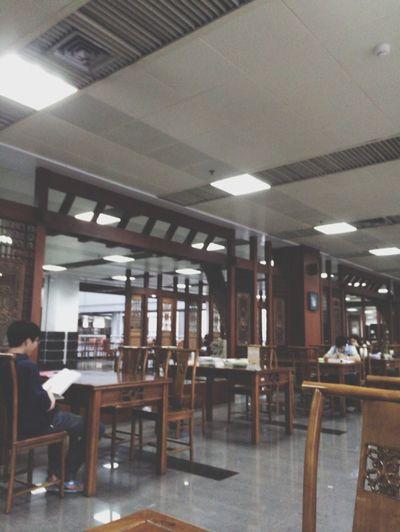 在图书馆里,开心! Taking Notes Studying Reading Enjoying Life