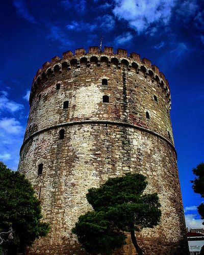 White tower Inthessalonikicom Sumbol Prizon Buzantine Monument Old Renovation Vintage Nostalgia Awesome Tall View Beautiful Trees Sky Clouds Dreamy Colours White Blue Orange Grey Green City center Port photography canon700d Thessaloniki Greece