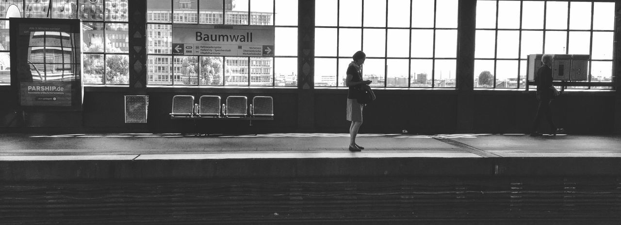 Trainstation Train Tracks Train Station People Watching Silhouette Silhouettes Railwaystation Light And Shadow Hamburg Blackandwhitephotography Black And White Photography Blackandwhite Photography Black And White Collection  Blackandwhite NEM Black&white Black And White Silhouette_collection Baumwall