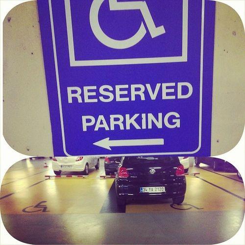Cok duyarli insanlariz :@ Reservedparking Engellilerinaraclarinaaitparkalani Beyinengellioluncaplakayaislenmiyor
