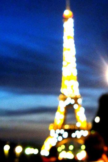Hanging Out Light On Eiffel Tower Amazing *-* Wonderdul Eiffel Tower By Night Tour Eiffel Paris By Night Paris