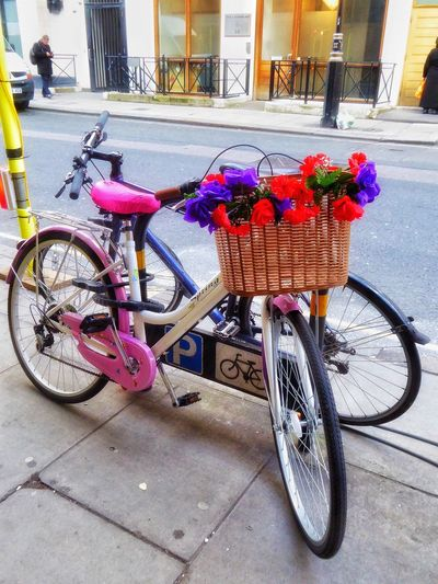 London LONDON❤ London Streets London Street Bicycles Bicycle Pretty Bicycle Pink Bicycle Pink Bicycles Pink Pink And Blue Partners Two Bicycles Urban Spring Fever