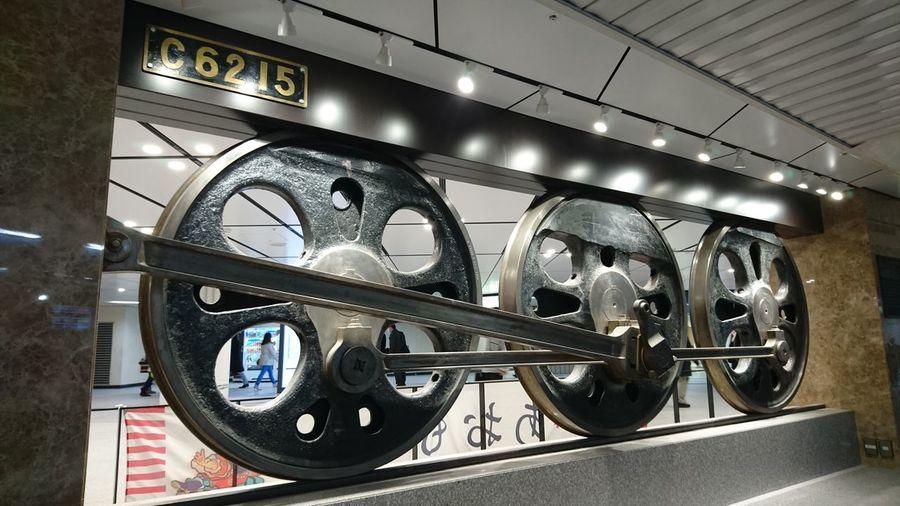 蒸気機関車 車輪 Steam Locomotive Wheels Taking Photos Tokyo Station Perspective Capture The Moment Snapshot In The Station From My Point Of View Lines And Shapes Details Textures And Shapes