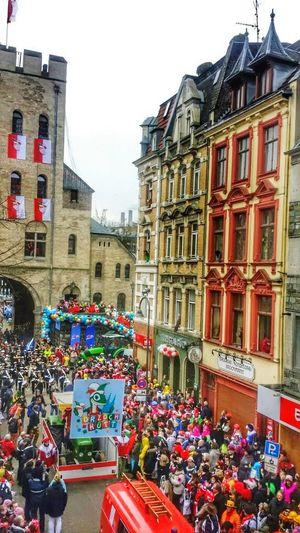Rosenmontag Rosenmontagszug Köln Cologne Carnival Parade Carnival Karnevalsumzug Dr Zoch Kütt Celebration Severinstorburg Severinsviertel