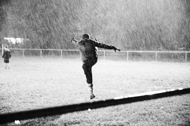(rugbyshivers -People) Grass Standing Power In Nature Strength Kicks Kick Rainy Days Rugbyshivers Vicissitudini Rain Sport Action My Best Photo