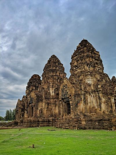 Ruins of temple against cloudy sky