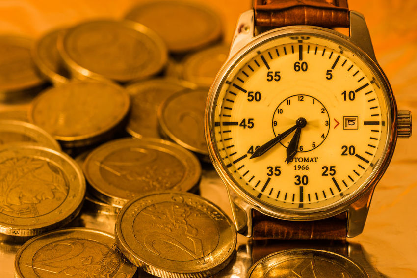 Zeit ist Geld Creativity Creative Creative Photography Nikon D7200 Time Close-up Still Life Clock Clock Hand Number Zeit Uhr Uhrzeit Finance Indoors  EyeEm Gallery Euro Ziffernblatt Shape Instrument Of Time Geometric Shape Focus On Foreground Metal Large Group Of Objects 12 O'clock Money