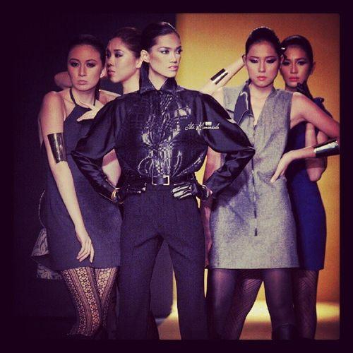 Fashion Week Review | @icamagpantay in Ronaldo Arnaldo collection Phfw Philippine Fashionweek DanicaMagpantay fordmodels supermodeloftheworld supermodel topmodel fashion fashiontrend fashionstyle smx runway runway2reality themanansala instagraphy lifestyle manila trendsetter