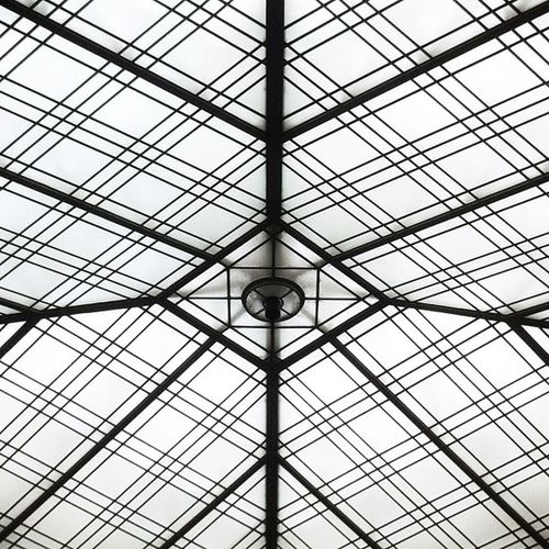 Yeah. How I manage to make such a symmetric shot is still a mystery for me. #symystery Nofiter Crapstract Constructivist Abstractporn Windowsporn Nofakesymmetry Linepervs Symystery NYC Chromosomeporn Museum Linepervshigh5 Yay Ceiligporn Minimalism Tagfail Brooklyn Cracracracracracracracracracracra Newyork Linegasm Architectureporn