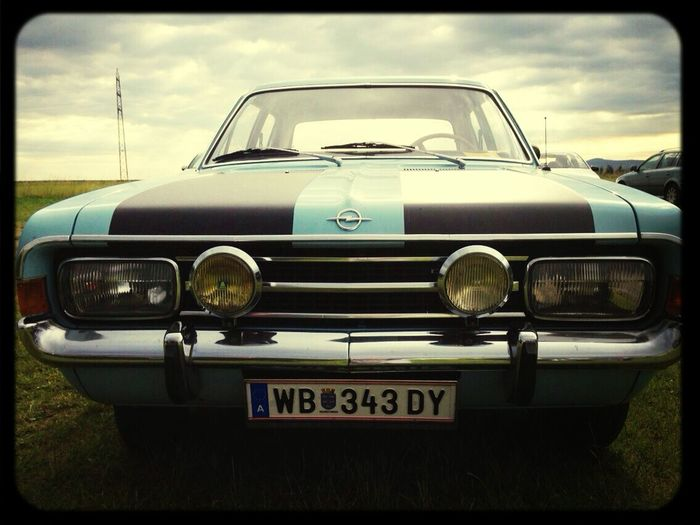 Man wird zu einem Leben, wenn er eine liebevolle Seele. Das Auto wird ein lebendiges, wenn er eine liebevolle Manschen.