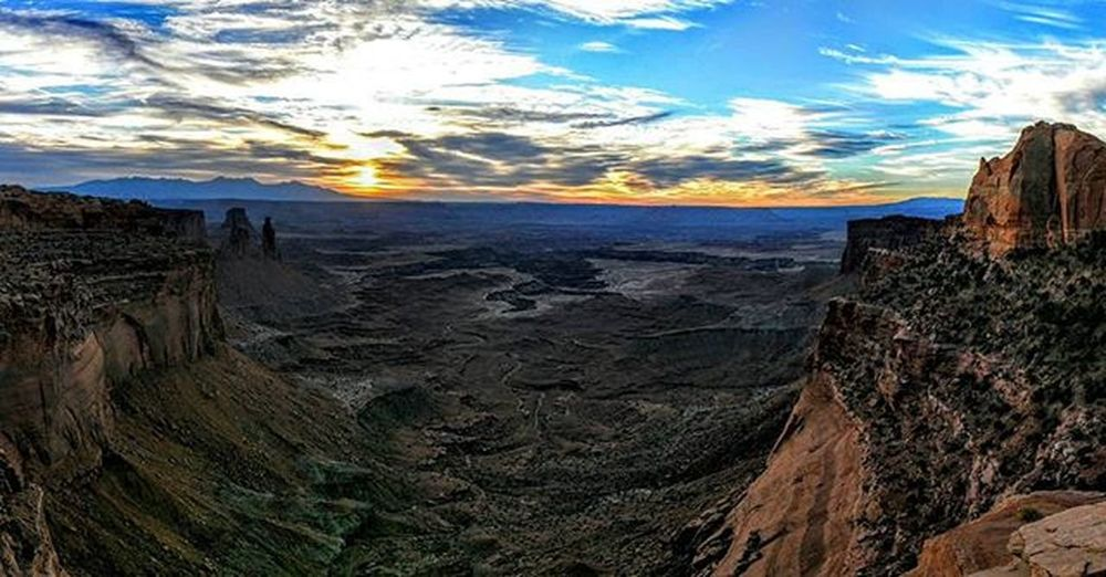For some views there are no words. Canyonlands Nationalpark Findyourpark Utah Sunrise Canyon Nexus6 Panoramic Sky Skyporn Clouds Roadtrip Fpyes