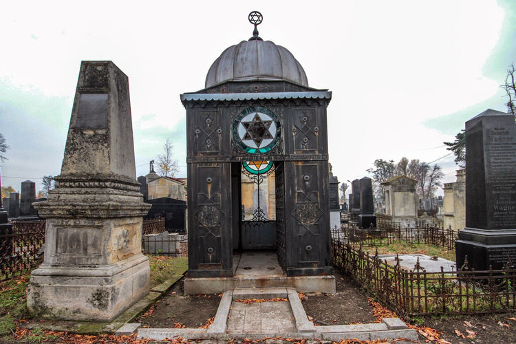 Jewish Cemetery Architecture Building Exterior Built Structure Cemetery Monuments Day Dome History Human Representation Jewish Cemetery No People Outdoors Place Of Worship Religion Sculpture Sky Spirituality Statue Tombs