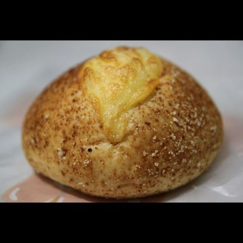 Forget the name of this bread.. Hahahaha.. But so delicious.. Yummy.. Bread Cheese Mozzarela Cheddar parmesan breadtalk delicious instapic instafood nofilter