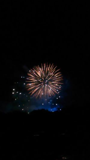 More from the fireworks last night.. Check This Out Relaxing Firework Display Makesmesmile Very Inspired By My Muse Fireworks Fireworks In The Sky Fireworksphotography Fireworks!