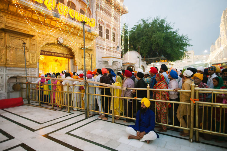 Built Structure Outdoors Amritsar Punjab Traditional Clothing Old-fashioned Golden Temple Gurudwara Guru Sikhism Sikh Indian India Night Queuing