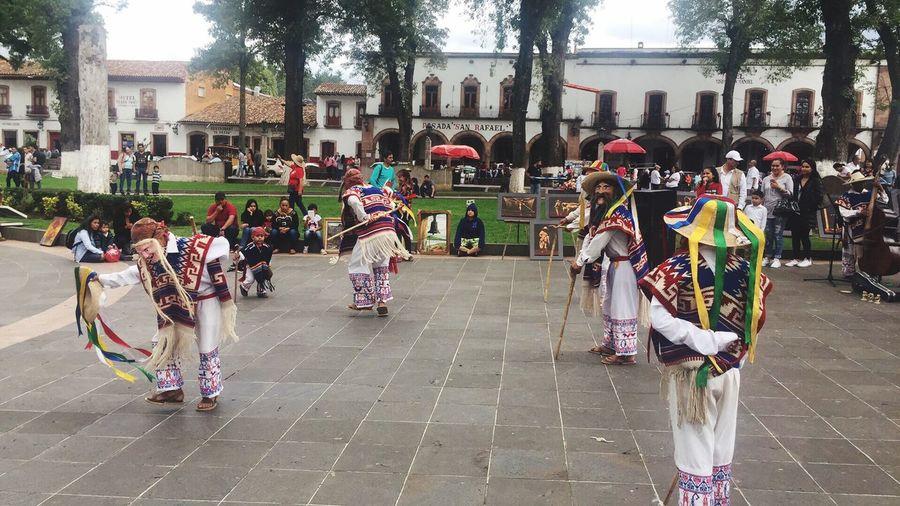 This is México Custom Baile Pueblo Mexicano Puebla, México. Tradicion Mexicana Cultura Mexicana Mexico_maravilloso Mexico De Mis Amores Mexico City This Is México Large Group Of People Building Exterior Real People Built Structure Men Women Architecture Ceremony