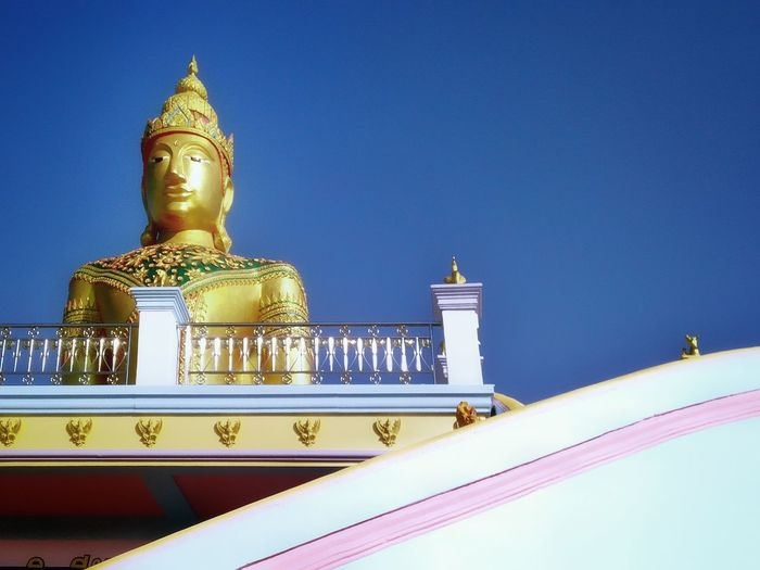 Blending of religion and architecture Place Of Worship Buddhist Temple Large Wall Decoration Low Angle View Thai Buddha Design Art Religion Blue Sky Clear Sky Backgrounds Religion Gold Colored Statue Blue Spirituality Architecture Outdoors No People Day Sky