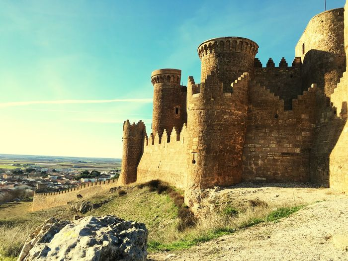 History Architecture Old Ruin Sky Built Structure The Past Ancient Building Exterior Outdoors Sunlight Day Castle Fortified Wall Fort Ancient Civilization Fortress No People Medieval