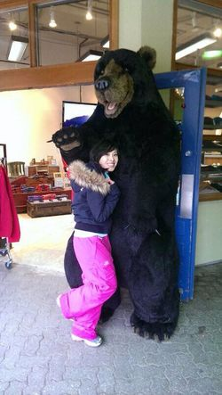 It was soooooooooo cold this mild-climate-creature had to buy snowpants!! ridonks... o.O good thing I fit into kids' size... hahaha Asian  Athleisure Black Bear Brown Eyes Canada Closet Pink Lasian Latina Me Myself And I Petite Reminiscing That's Me Trippin' Vacation Whistler, B.C.