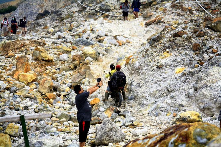 Activities arount Mount Papandayan Crater Adventure Climbing Crater Extreme Sports Mount Papandayan Mountain Outdoors RISK Selfie Volcano