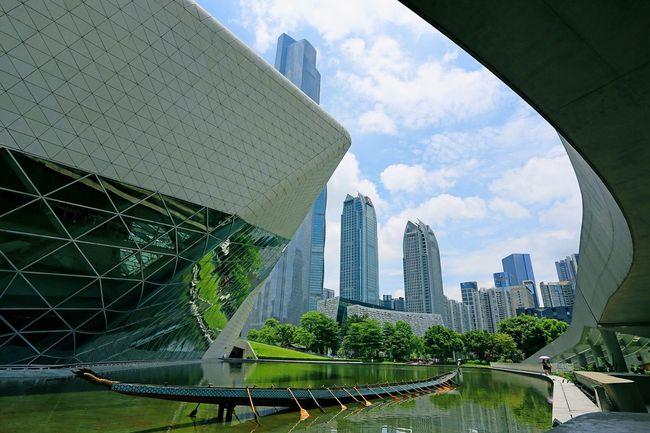 广州新地标之一 Guangzhou Opera House Architecture Built Structure City Skyscraper Modern Travel Destinations Day Cloud - Sky Outdoors Urban Skyline Cityscape Taking Photos Life Style EyeEm Best Shots The Great Outdoors - 2017 EyeEm Awards