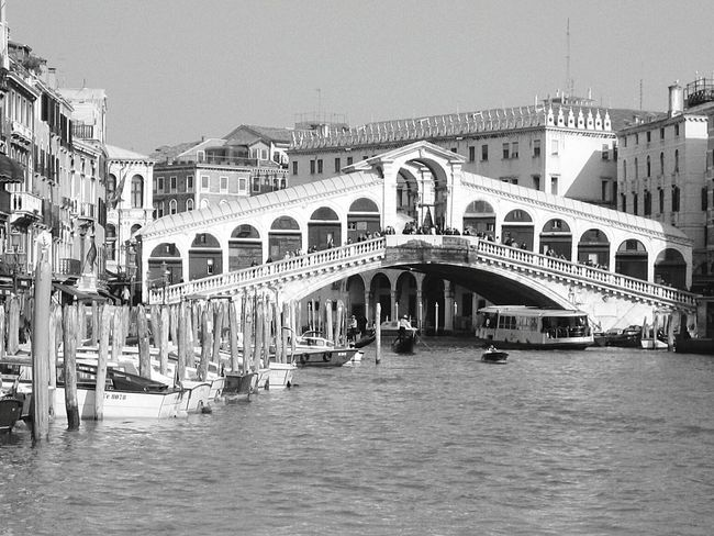 Italy Italy🇮🇹 Italy❤️ Venezia Grand Canal Blackandwhite Photography Ponte Di Rialto Rialtobridge Rialto Bridges Architecture_bw Venice, Italy Venice Canals Gondola Grand Canal - Venice