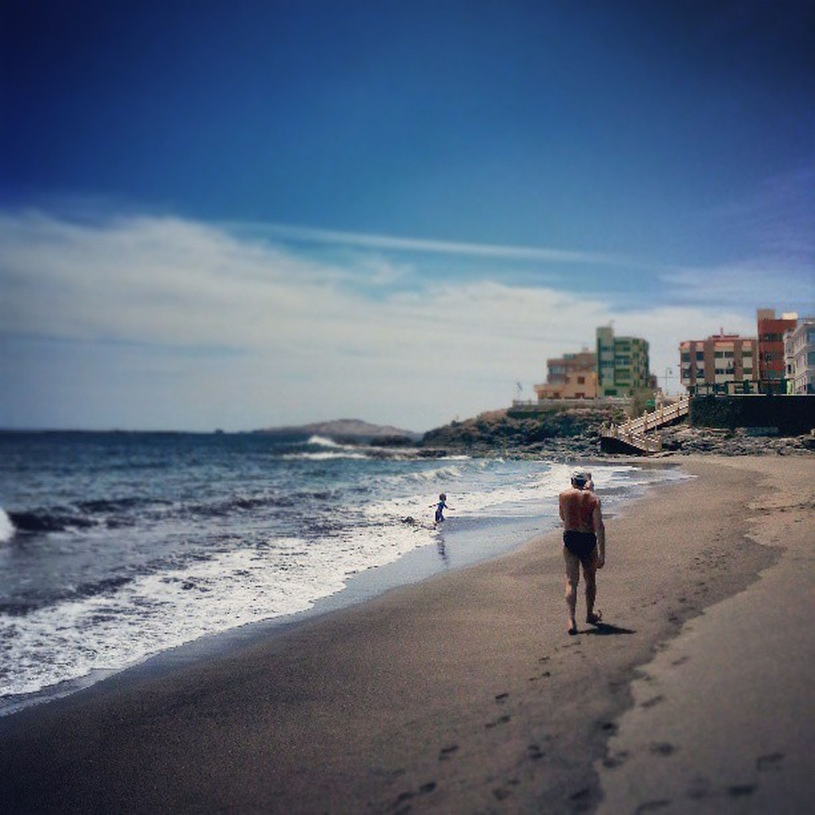 beach, sea, shore, sand, water, sky, leisure activity, lifestyles, full length, rear view, walking, vacations, horizon over water, wave, coastline, person, men, nature