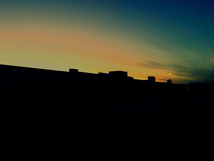 Una linea sottile che divide l'oscurità dall'infinito!! Beautifulskylines