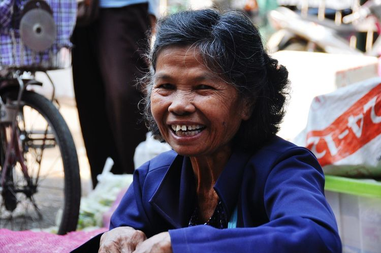 Happy Portrait Of A Woman Woman Woman At Work Old Woman The Portraitist - 2015 EyeEm Awards Enjoying Work Portrait Color Portrait EyeEm Portraits
