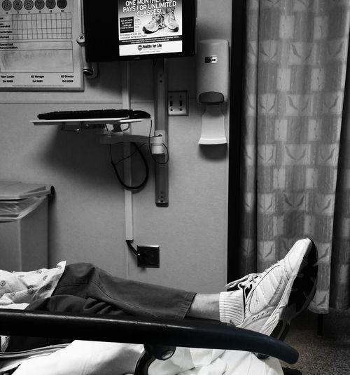 Hanging Out Taking Photos Hello World Hospital Hospital Time Hospital Visit Hospital Bed Hospital:( Hospital Stay HospitalLife Emergencyroom Irony Irony Of Life IronyOfLife Black And White Black And White Photography Blackandwhite Blackandwhitephoto