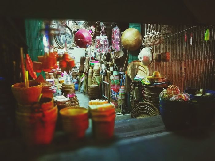 Cities At Night Talatphlu Bangkok Thailand ตลาดพลู BKK Thonburi Basket Basketry Wickerwork เครื่องจักสาน Wicker Basketwork NightStreet Nightphotography HuaweiP9 DualCamera Leicalens