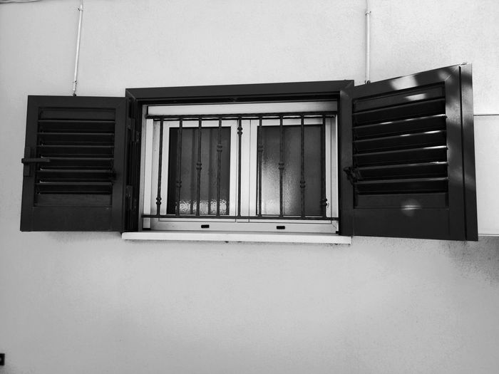 The window Ephemeral Minimalism_bw Urban Geometry Things Around Me Windows_aroundtheworld Blackwhite Black&white Black & White Black And White Blackandwhite Blancoynegro Bnwphotography Blackandwhite Photography Window Closed