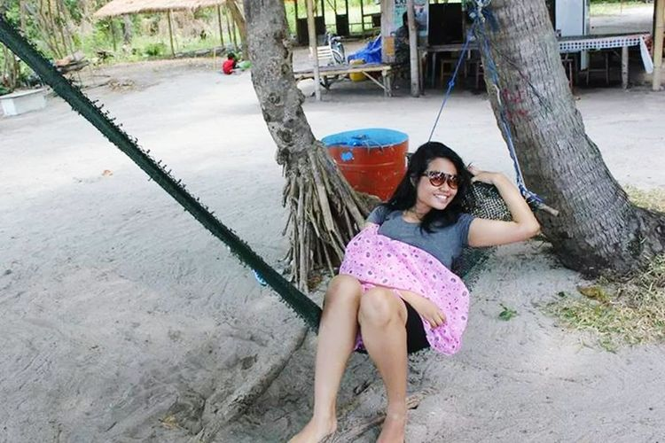 miss to playing in the beach, sleep in swing Need Holidays :( Pari Island